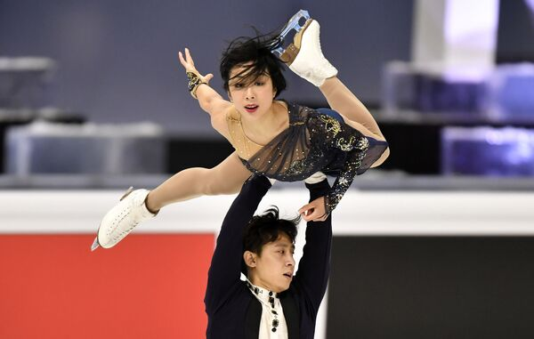 Chińscy łyżwiarze figirowi Sui Wenjing i Han Cong na Mistrzostwach Świata w Łyżwiarstwie Figurowym w Sztokholmie - Sputnik Polska