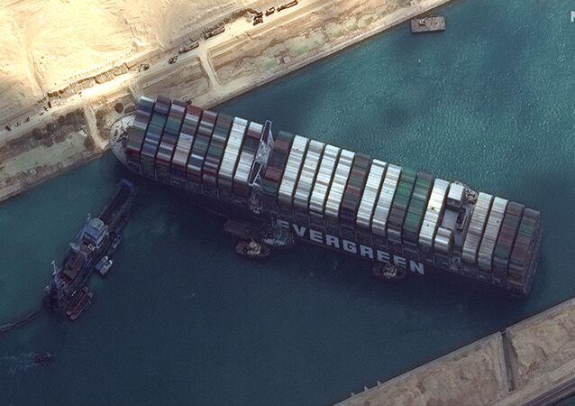 Kontenerowiec Ever Given zablokował Kanał Sueski.