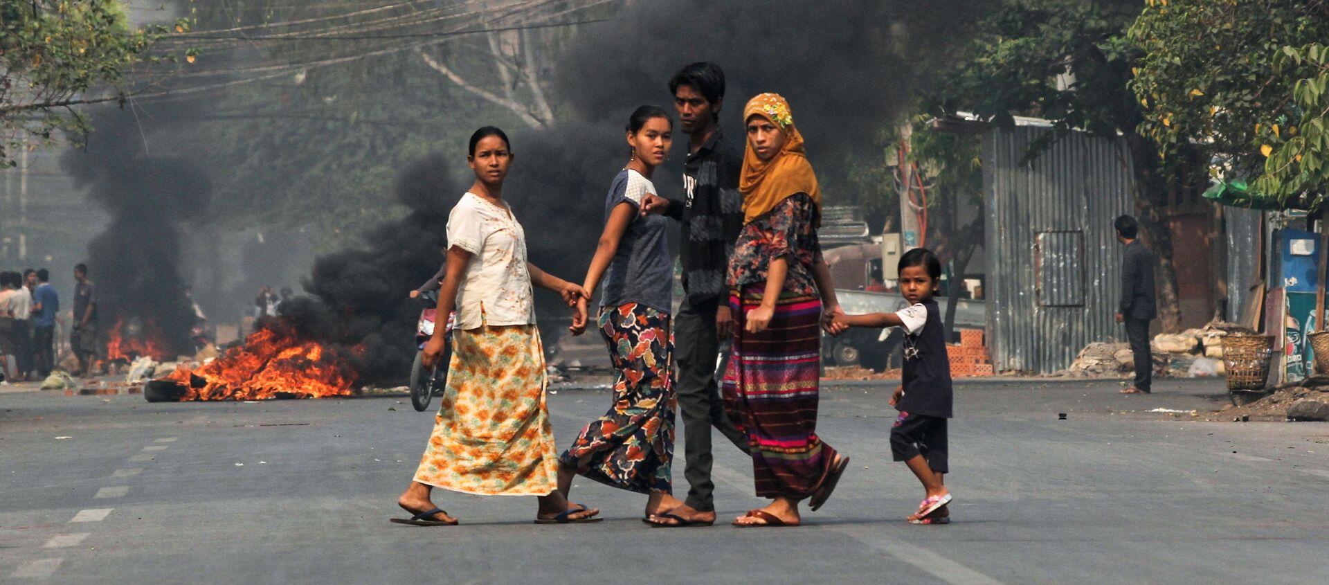 Ponad 50 osób zginęło w starciach między uczestnikami antyrządowych protestów a silami bezpieczeństwa w kilku miastach w Mjanmie. - Sputnik Polska, 1920, 27.03.2021