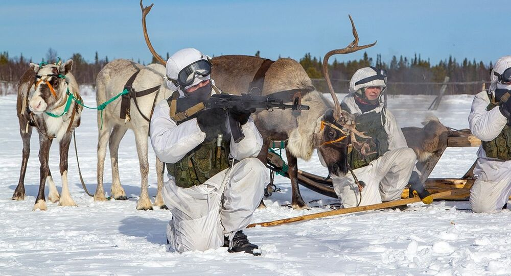 Zwiadowcy piechoty morskiej Floty Północnej odbyli szkolenie w zakresie opanowania tradycyjnych środków transportu rdzennych mieszkańców Dalekiej Północy w pobliżu wsi Lowozero w obwodzie murmańskim