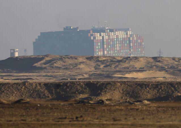 Blokujący Kanał Sueski kontenerowiec Ever Given został ściągnięty z mielizny.