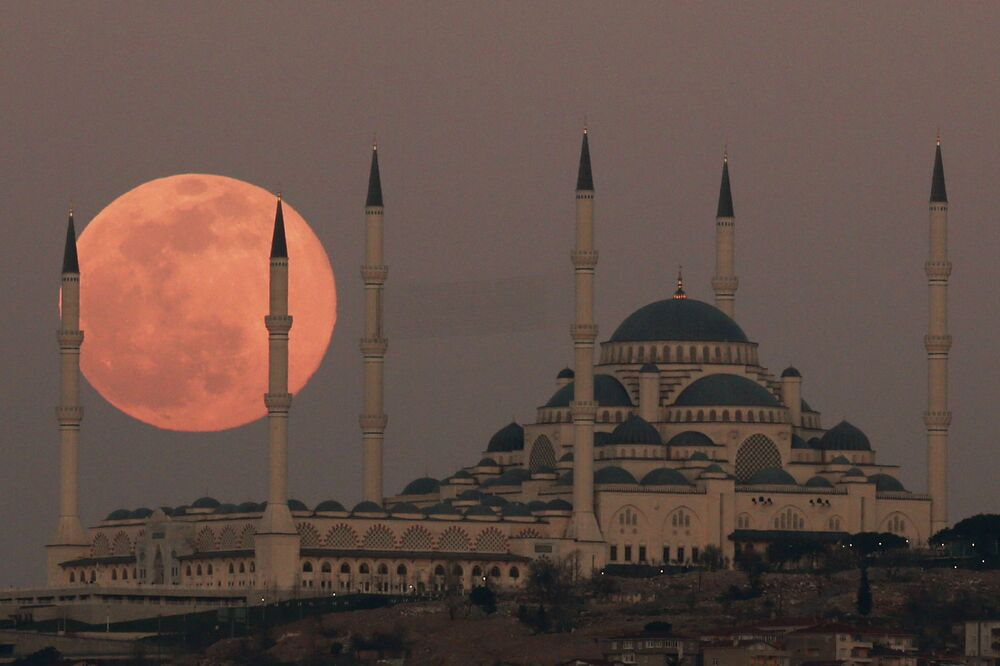 Pełnia Księżyca w marcu 2021 roku, Stambuł