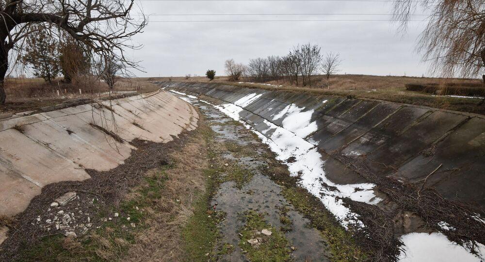 Kanał wodny zbudowany w latach 1961-1971 w celu dostarczania wody do obwodów chersońskiego i krymskiego