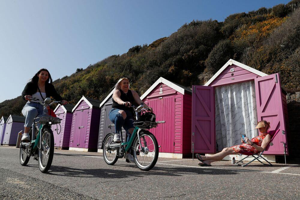 Ciepła pogoda w mieście Bournemouth, Wielka Brytania