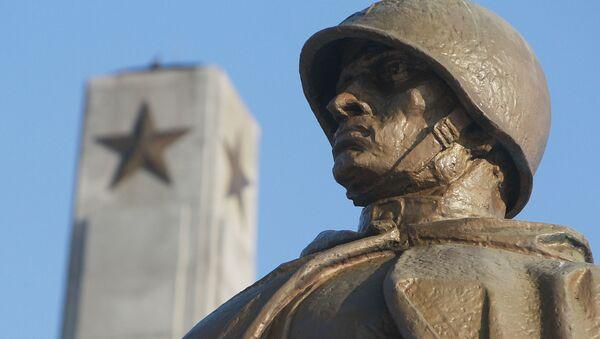 Cmentarz Mauzoleum Żołnierzy Radzieckich w Warszawie - Sputnik Polska