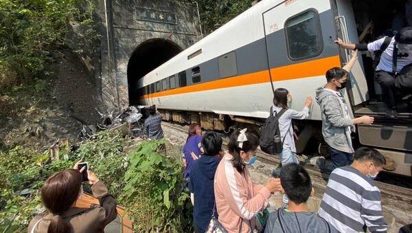 Pociąg pasażerski wykoleił się na Tajwanie - Sputnik Polska