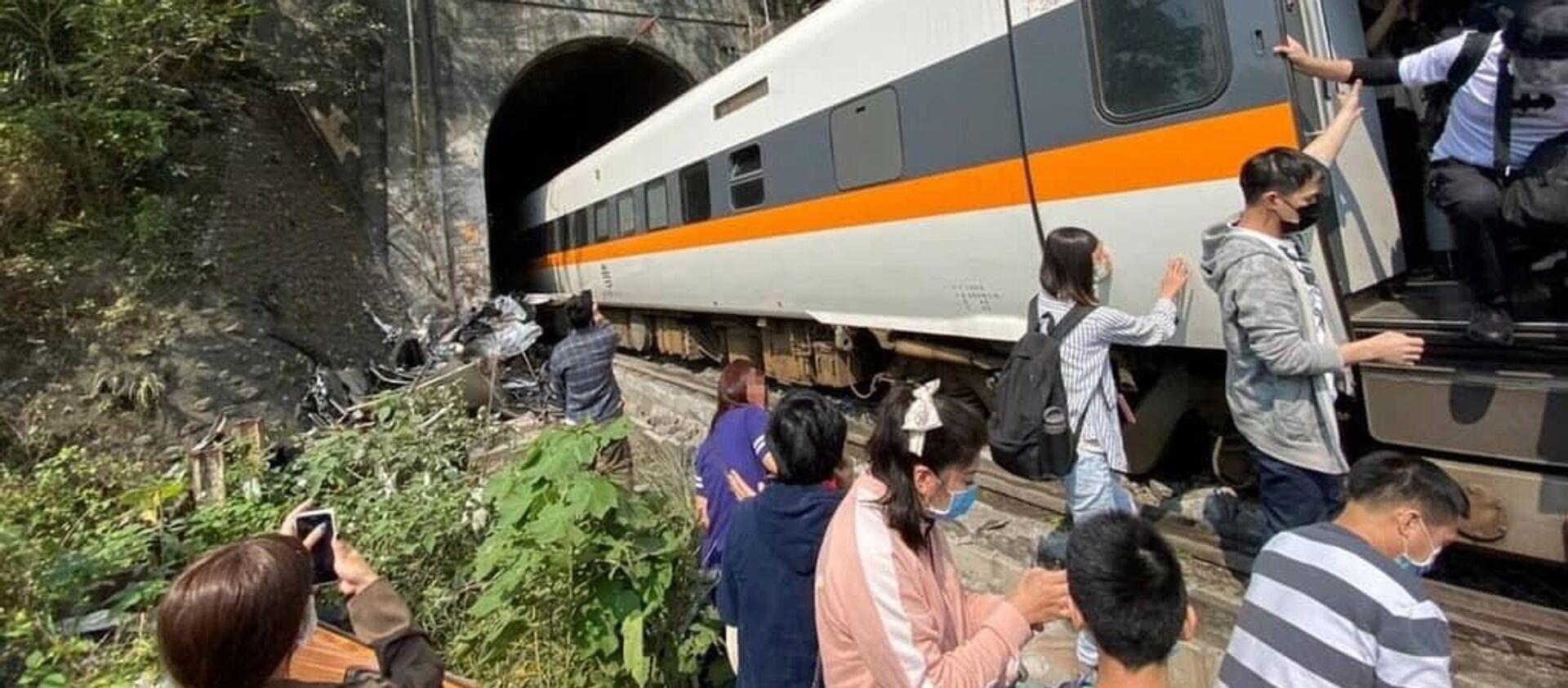Pociąg pasażerski wykoleił się na Tajwanie - Sputnik Polska, 1920, 02.04.2021