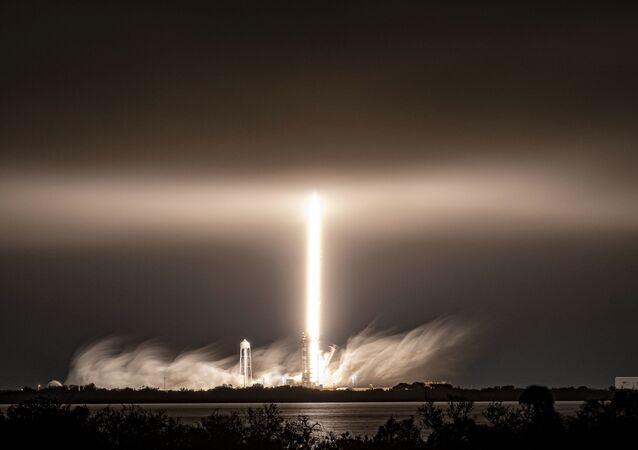 Start rakiety Falcon 9 amerykańskiej firmy SpaceX