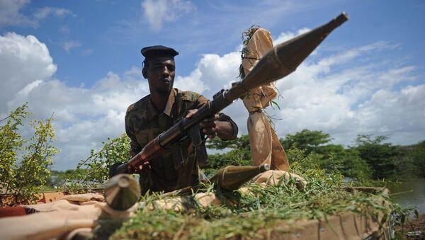 Somalijski żołnierz z granatnikiem w bazie wojskowej Sanguni w Somalii - Sputnik Polska