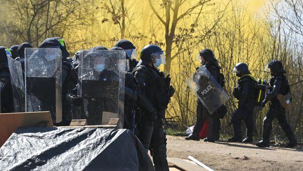 Policja podczas protestów w Szwajcarii - Sputnik Polska