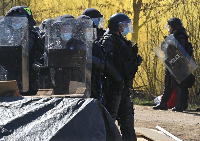 Policja podczas protestów w Szwajcarii