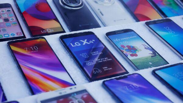 Smartfony LG w sklepie w Seulu w Korei Południowej - Sputnik Polska