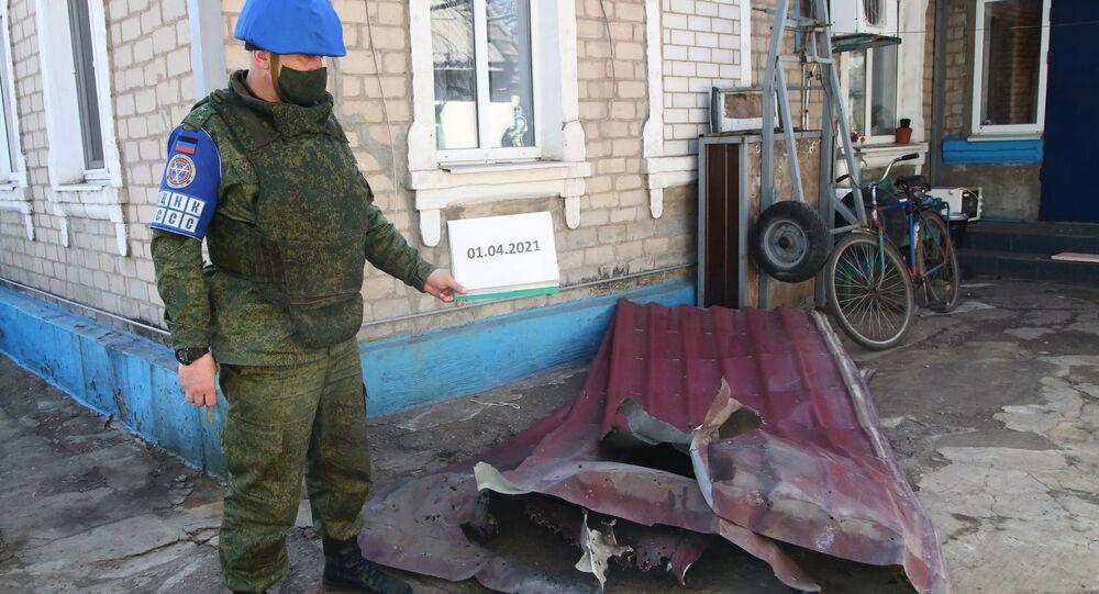 Przedstawiciel DRL odnotowuje szkody w wyniku ostrzału we wsi Aleksandrowka w obwodzie donieckim
