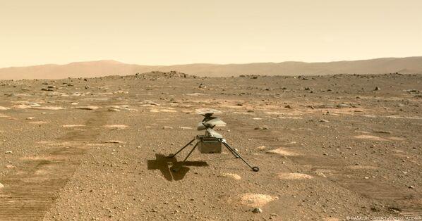 Mały helikopter Ingenuity na powierzchni Marsa - Sputnik Polska