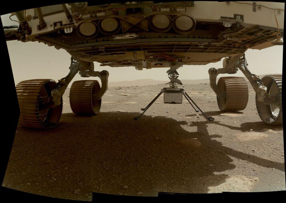 Mały helikopter Ingenuity na powierzchni Marsa