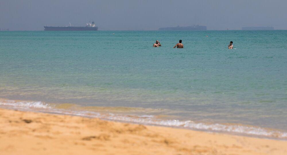 Statki oczekujące na przepłynięcie przez Kanał Sueski.