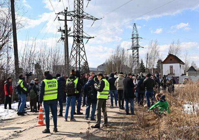 Dziennikarze pod kolonią nr 2 w Pokrowie, gdzie odbywa karę Aleksiej Nawalny.