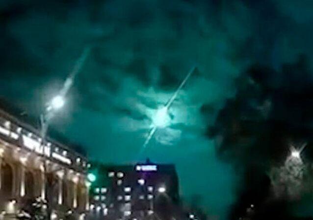 Zagadkowy rozbłysk na niebie w Kirgistanie