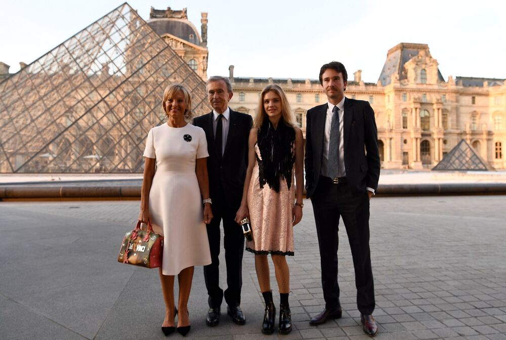 Właściciel koncernu Louis Vuitton Moët Hennessy Bernard Arnault z rodziną