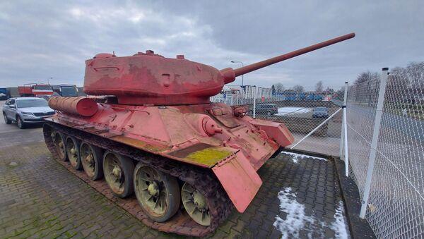 Czołg T 34 różowy, należący do mieszkańca Czech - Sputnik Polska