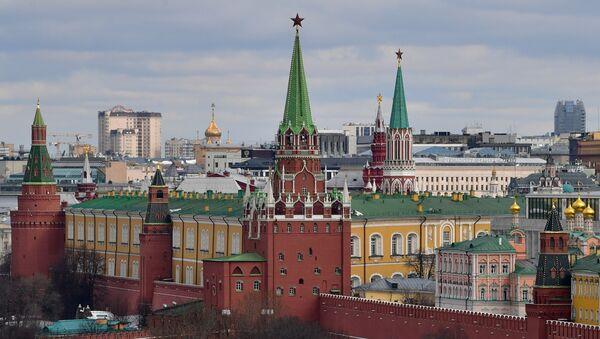 Widok na wieże Moskiewskiego Kremla - Sputnik Polska