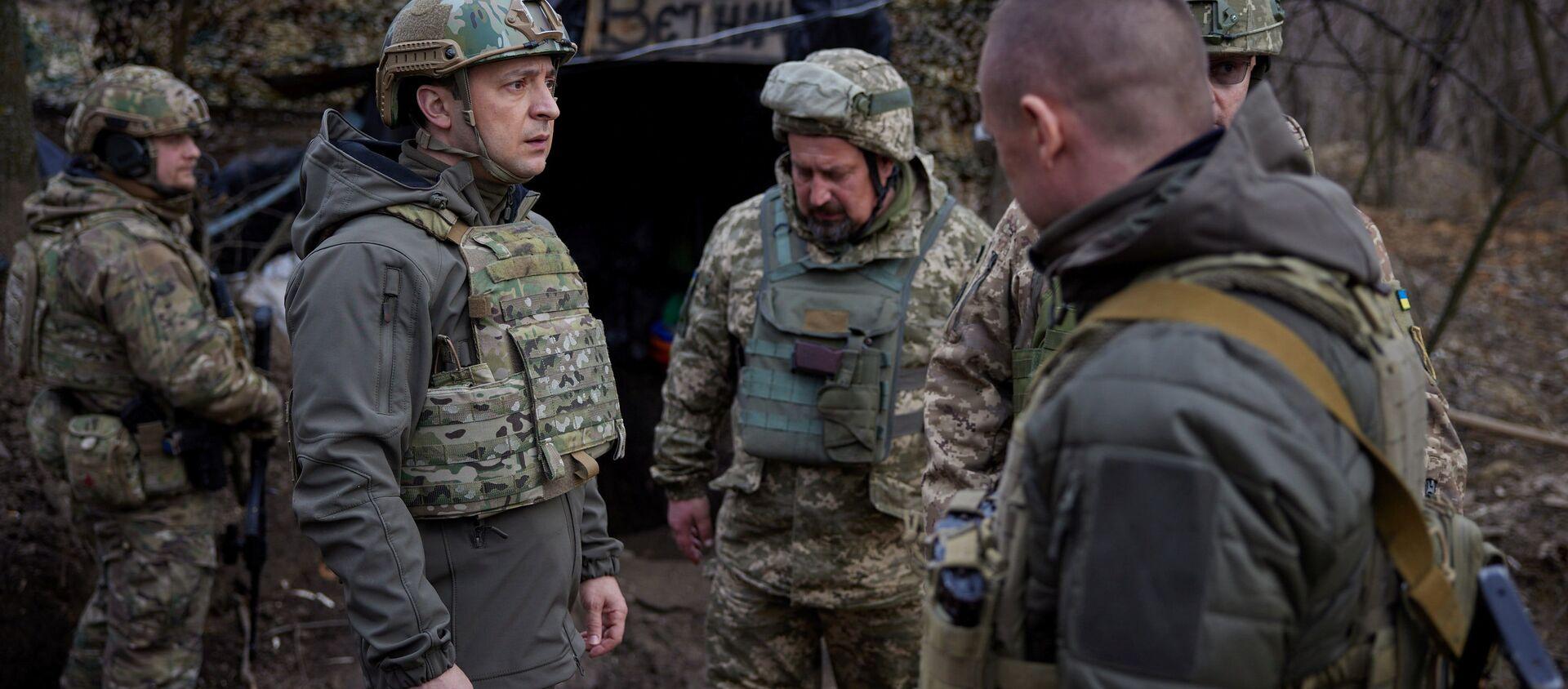 Prezydent Ukrainy Wołodymyr Zełenski podczas wizyty na stanowiskach ukraińskich sił zbrojnych w Donbasie - Sputnik Polska, 1920, 09.06.2021
