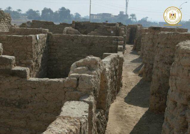 Wykopaliska archeologiczne w okolicach Luksoru, Egipt.
