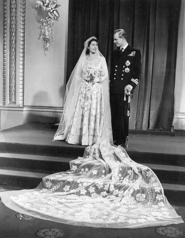 Zdjęcie ślubne Elżbiety II i księcia Edynburga Filipa - Sputnik Polska