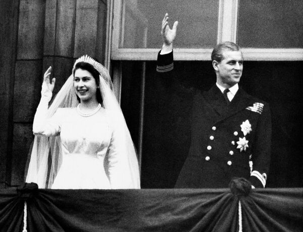 Elżbieta II  i książę Filip w dniu ślubu, 20 listopada 1947 rok - Sputnik Polska