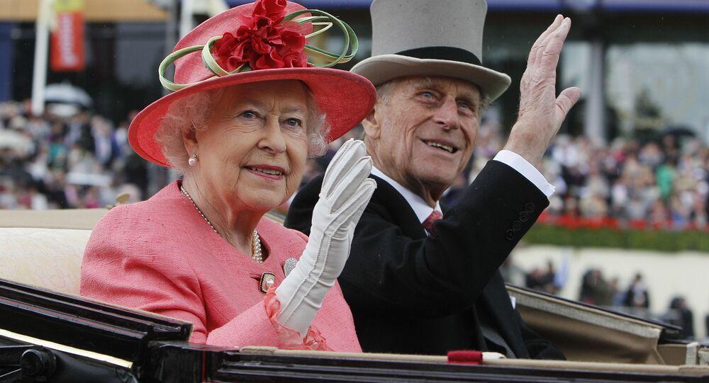 Elżbieta II i jej mąż książę Filip odwiedzają wyścigi konne, 2011 rok