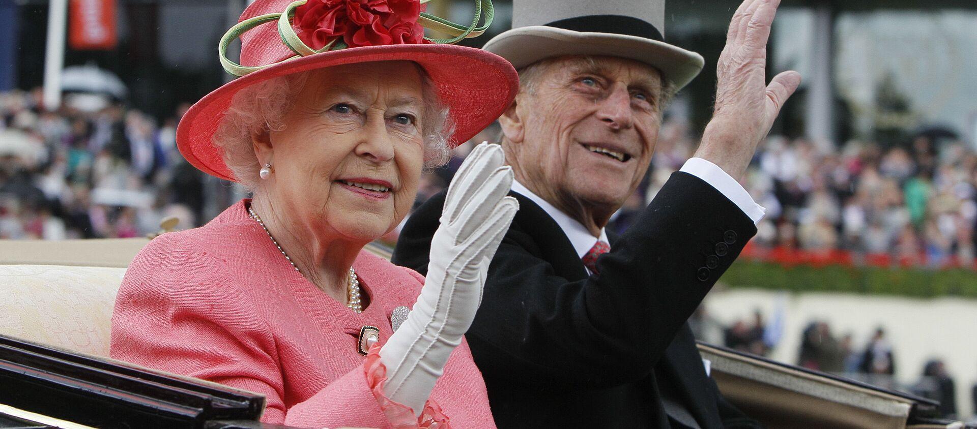 Elżbieta II i jej mąż książę Filip odwiedzają wyścigi konne, 2011 rok - Sputnik Polska, 1920, 11.04.2021