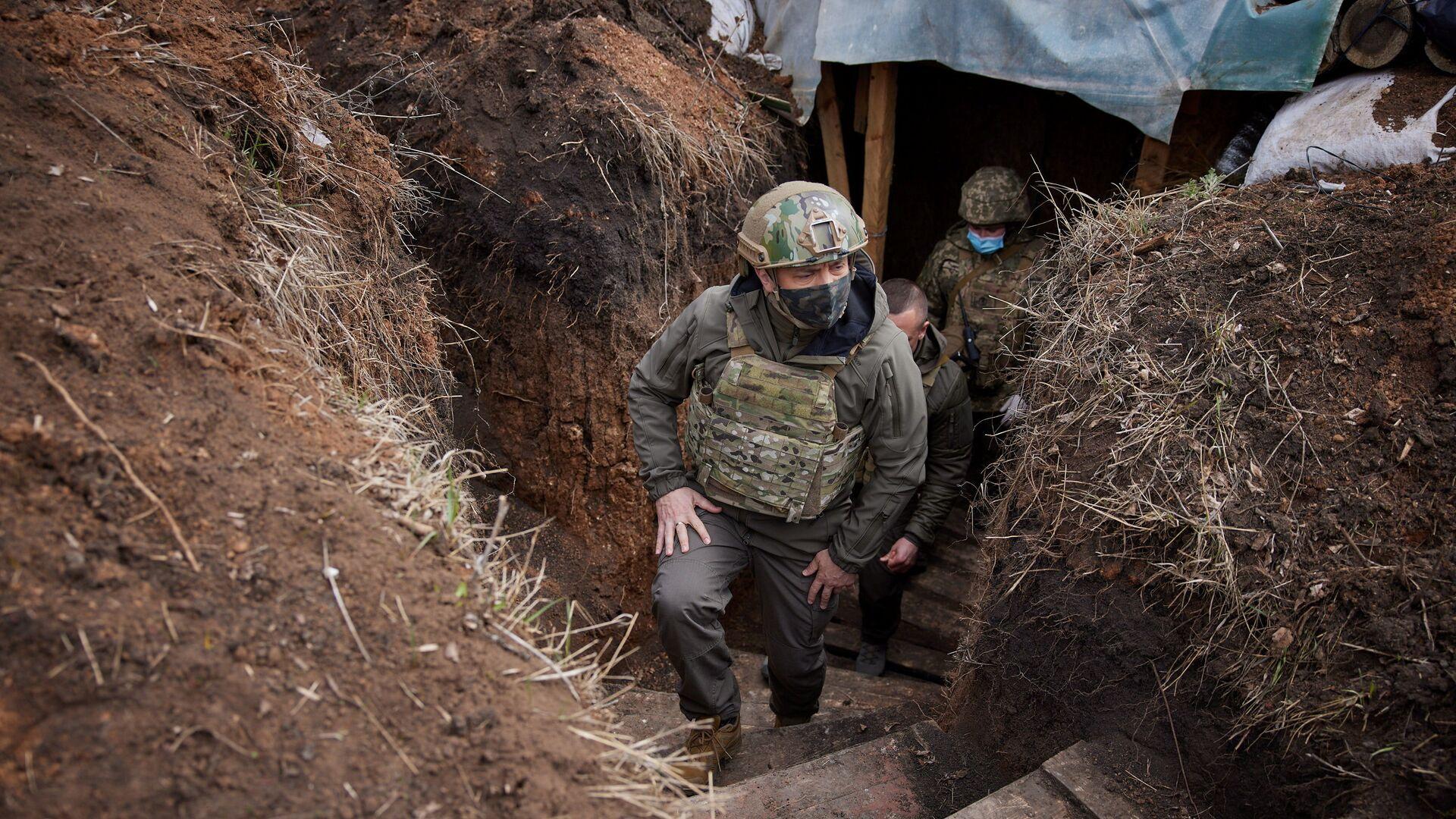 Prezydent Ukrainy Wołodymyr Zełenski wizytuje oddziały sił zbrojnych w Donbasie. - Sputnik Polska, 1920, 05.08.2021