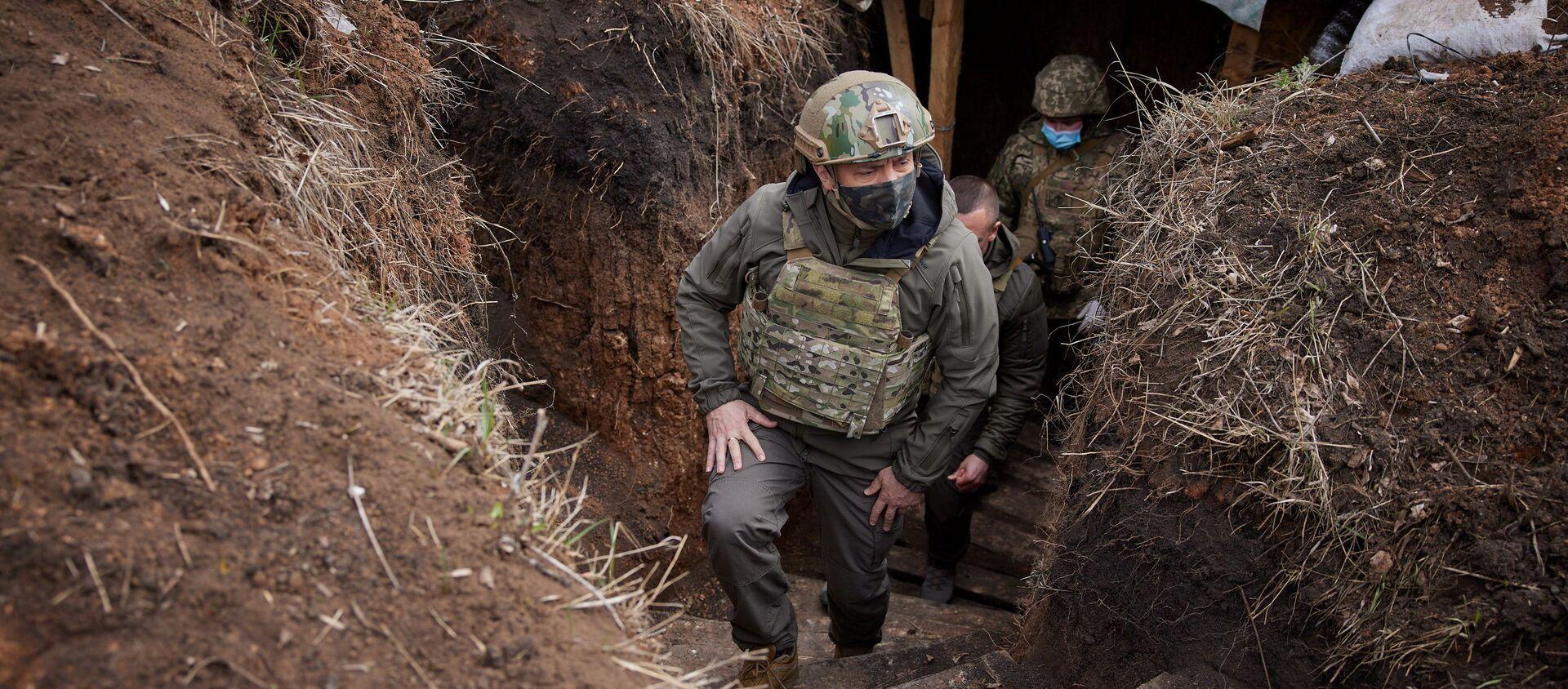 Prezydent Ukrainy Wołodymyr Zełenski wizytuje oddziały sił zbrojnych w Donbasie. - Sputnik Polska, 1920, 12.04.2021
