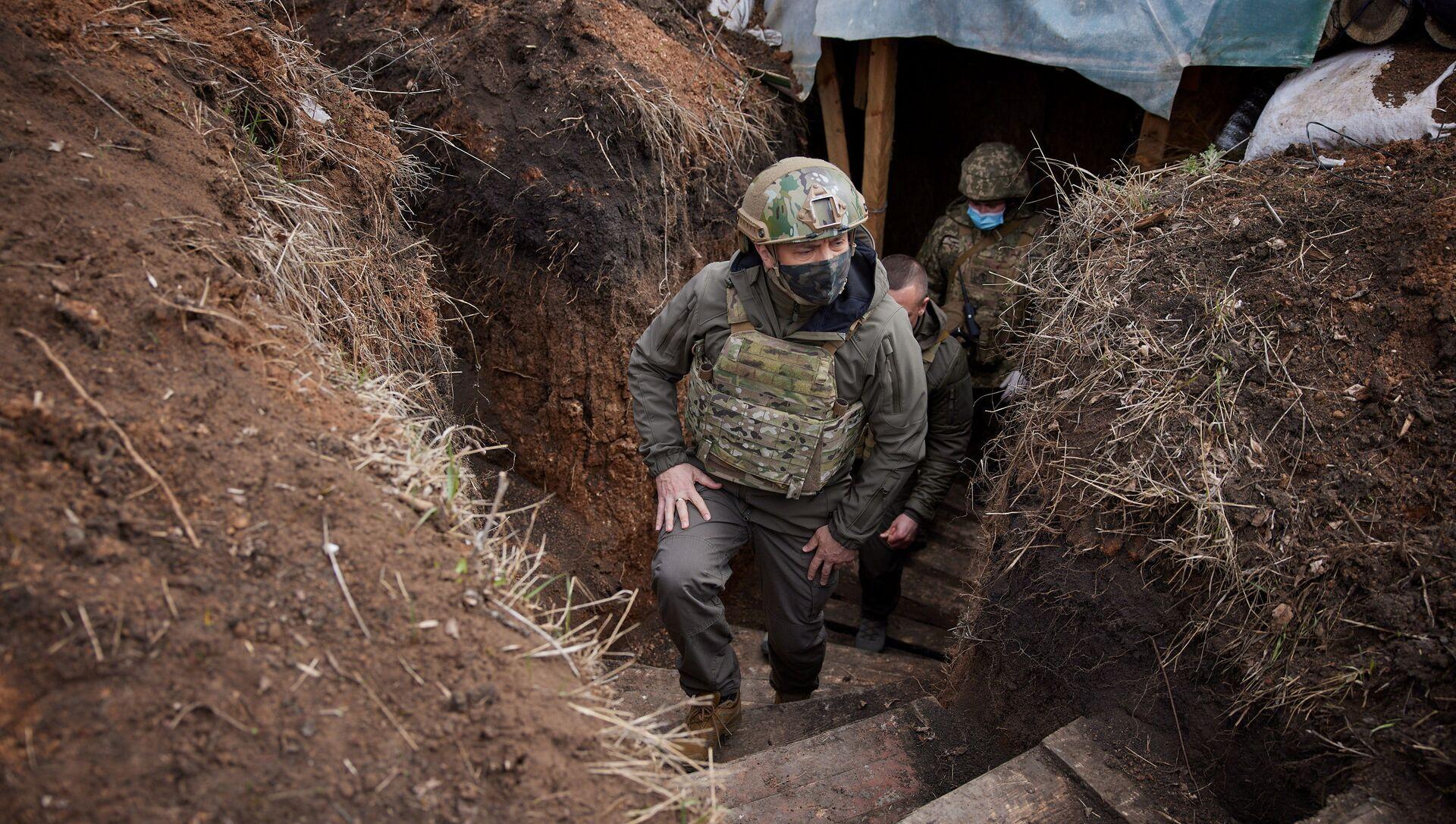 Prezydent Ukrainy Wołodymyr Zełenski wizytuje oddziały sił zbrojnych w Donbasie. - Sputnik Polska, 1920, 09.04.2021