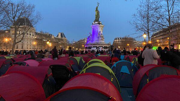 Obóz dla migrantów Place de la République w Paryżu - Sputnik Polska
