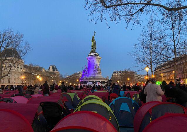 Obóz dla migrantów Place de la République w Paryżu