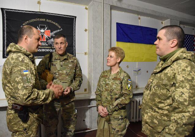 Delegacja USA, na której czele stała attaché wojskowa w Kijowie Brittany Stewart, odwiedziła w piątek rejon operacji wojskowej w Donbasie i zapoznała się z sytuacją operacyjną.
