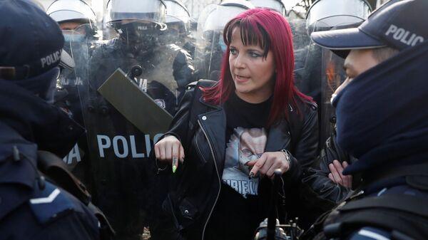 Protesty w Warszawie, 10 kwietnia 2021 roku - Sputnik Polska