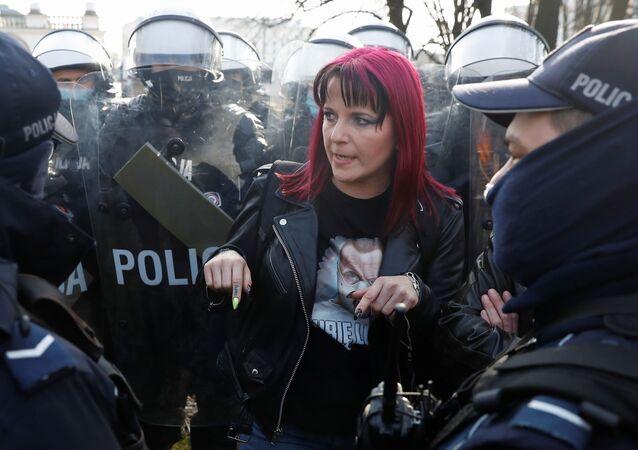 Protesty w Warszawie, 10 kwietnia 2021 roku