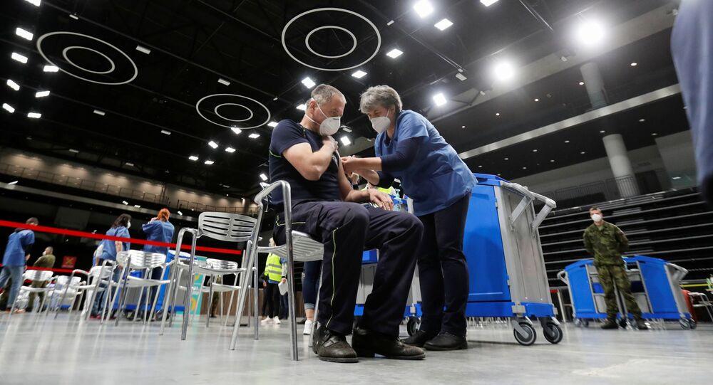 Próbne szczepienia przeciwko koronawirusowi w Pradze
