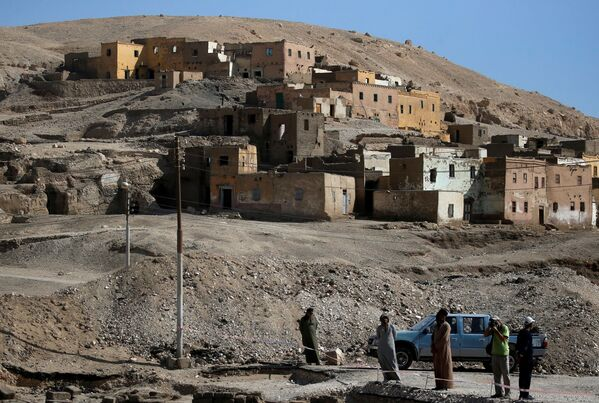 """Wykopaliska w miejscu """"Złotego Miasta"""" odkrytego w pobliżu Luksoru w Górnym Egipcie - Sputnik Polska"""