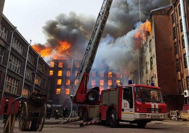 Pożar w budynku fabryki Newska Manufaktura w Petersburgu.