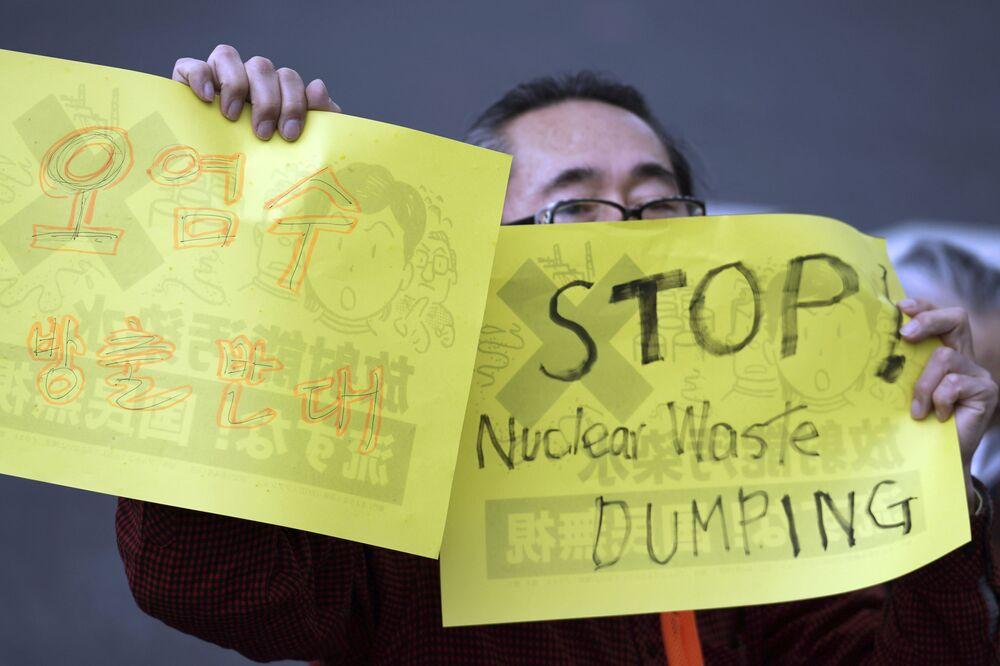 Silne protesty ze strony Chin, Korei Południowej, a zwłaszcza japońskich rybaków, którzy obawiają się reperkusji dla rybiej fauny