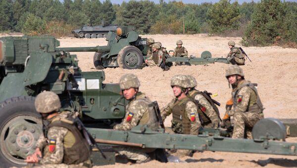"""Ukraińscy żołnierze w pobliżu dział przeciwpancernych MT-12 """"Rapira"""" - Sputnik Polska"""