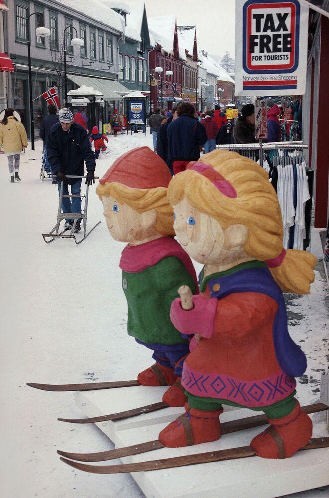 Drewniane maskotki Igrzysk Olimpijskich 1994 w Norwegii