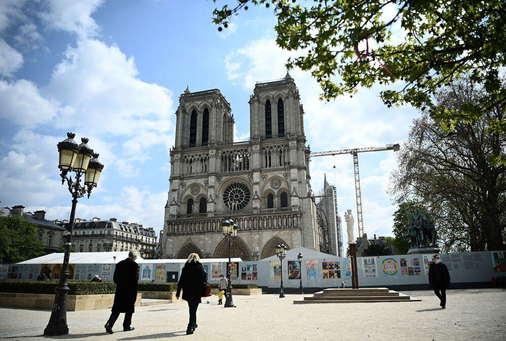 Katedra Notre-Dame prawie dwa lata po pożarze, 14 kwietnia 2021 roku