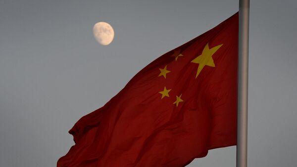 Chińska flaga na tle Księżyca - Sputnik Polska