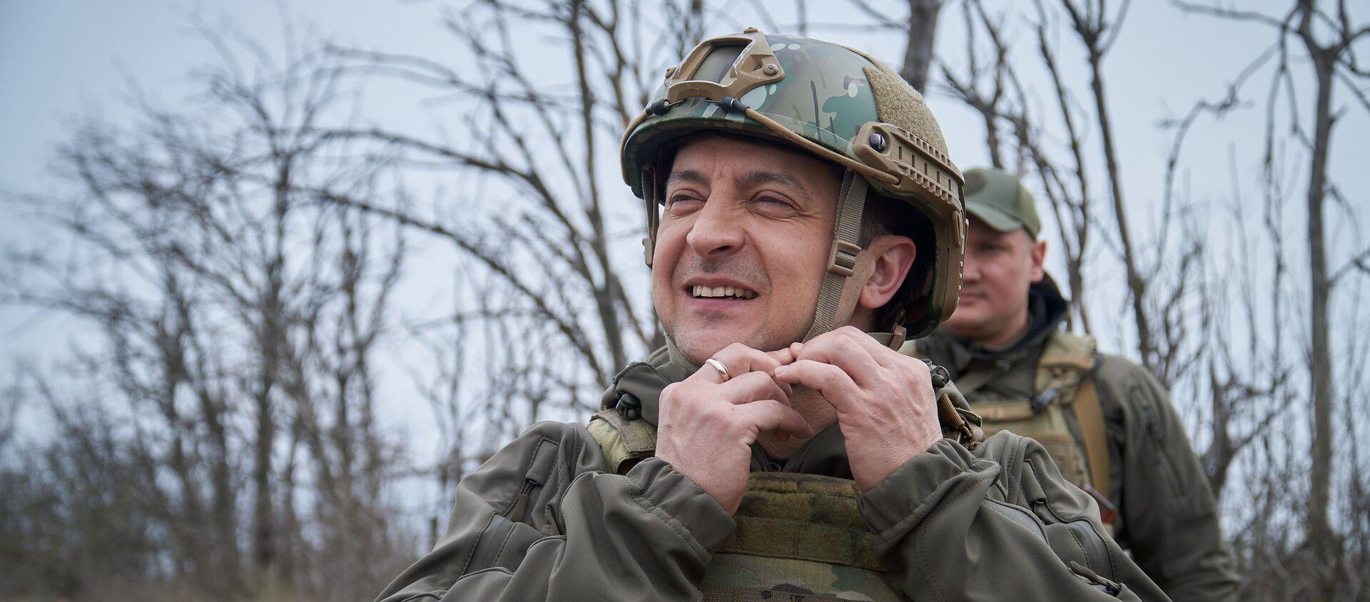 Prezydent Ukrainy Wołodymyr Zełenski podczas inspekcji pozycji ukraińskich sił zbrojnych w Donbasie. - Sputnik Polska, 1920, 12.06.2021