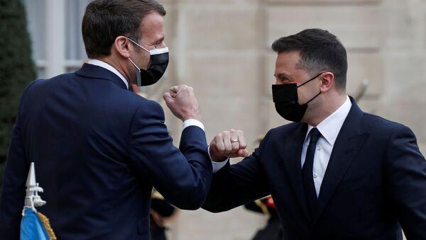 Emmanuel Macron i Wołodymyr Zełenski - Sputnik Polska