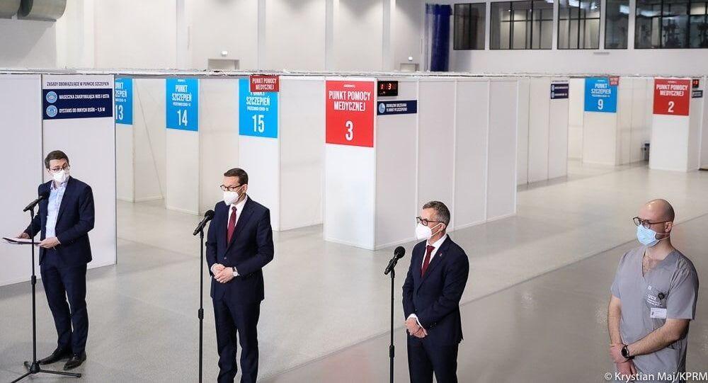 Mateusz Morawiecki w punkcie szczepień masowych w Gdańsku
